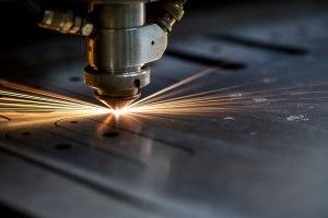 cięcie stali laserem